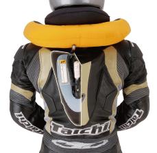 世界で初めてレーシングスーツにエアバッグシステムを搭載した「T-RAPS」を発表